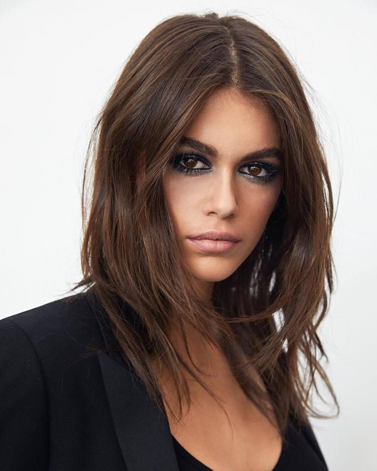 凱亞葛柏成為YSL的美妝大使。圖/擷自instagram