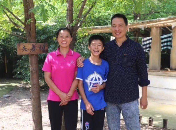 諸志松一家人。取自梨視頻