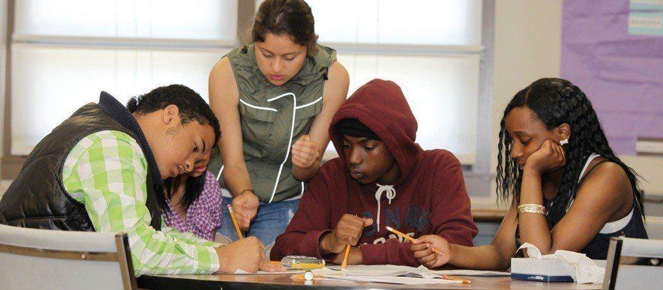 當學生完成第一場學習歷程表達思辨後,便會獲得許多自信,遇到挑戰時願意正視挑戰。圖...
