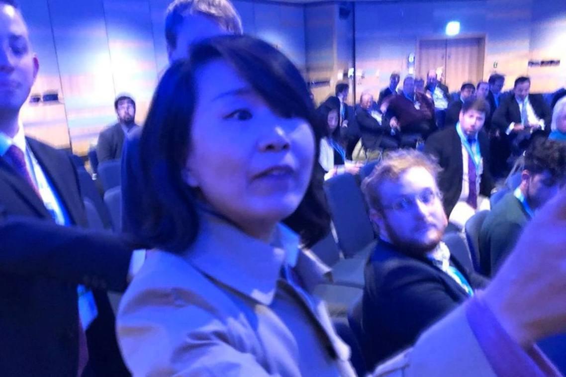 中國中央電視台記者孔琳琳,在會中突然高聲痛罵演講人和與會學者都是「漢奸、分裂國家...