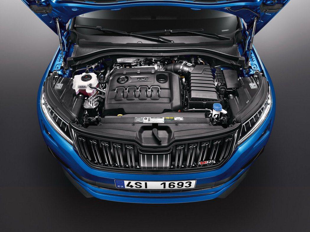 2.0 升BiTDI雙渦輪增壓柴油引擎,可以產生240ps(237hp)馬力與5...