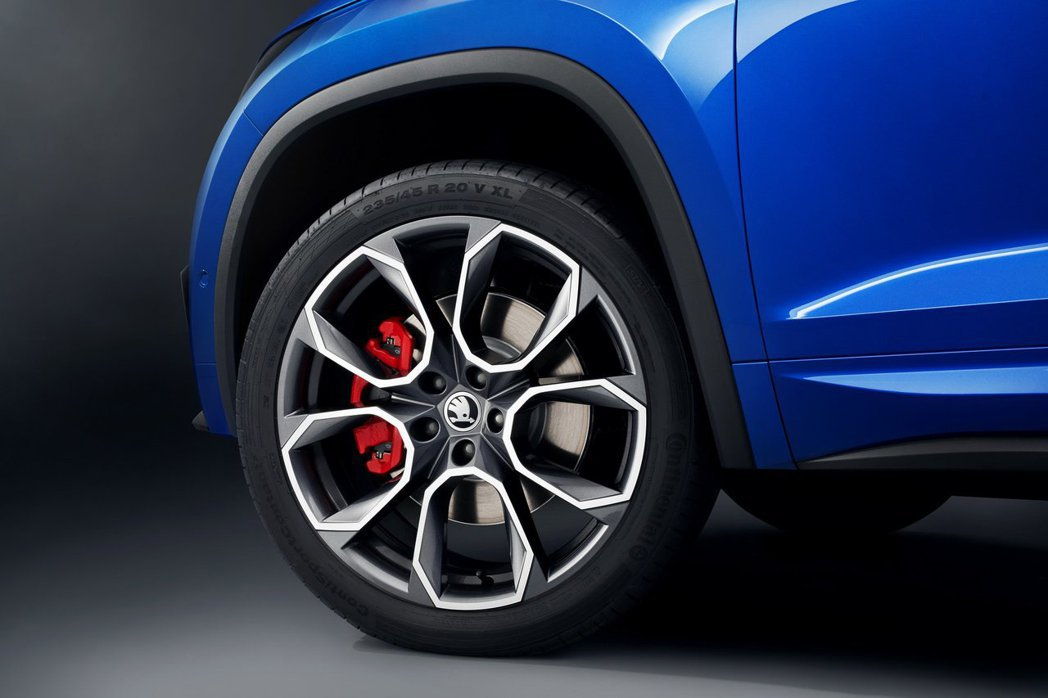 20吋Xtreme式樣輪圈搭配鮮紅卡鉗,也是Škoda車系首度配置20吋圈胎。 摘自Škoda