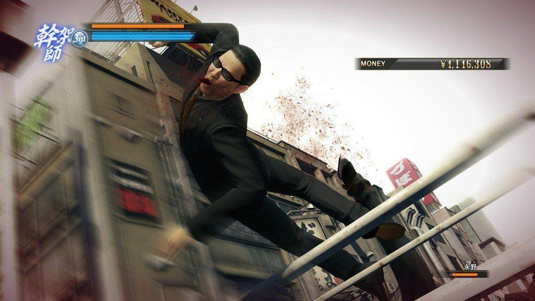 以戰鬥風格的招式特寫評比,真島吾郎的招式比較華麗酷炫。