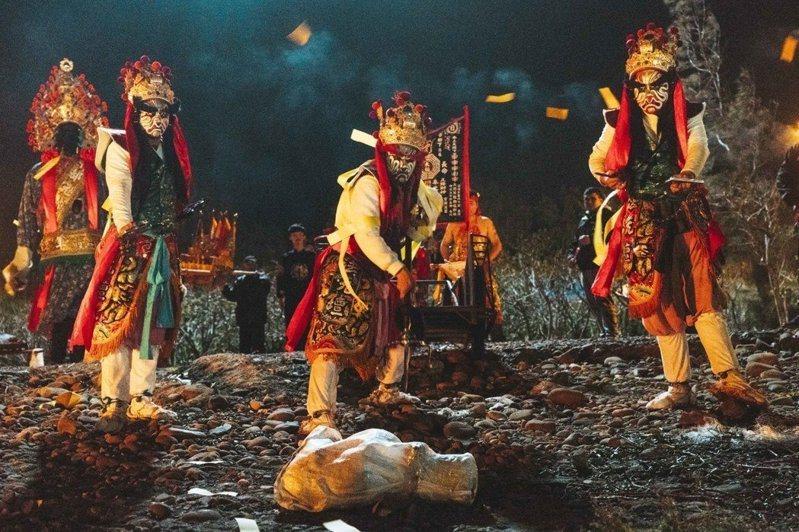 國片「粽邪」是繼「紅衣小女」後又一正宗台灣恐怖片,將彰化百年傳統神祕「送肉粽」儀式搬上大銀幕。 圖片來源/華影國際提供