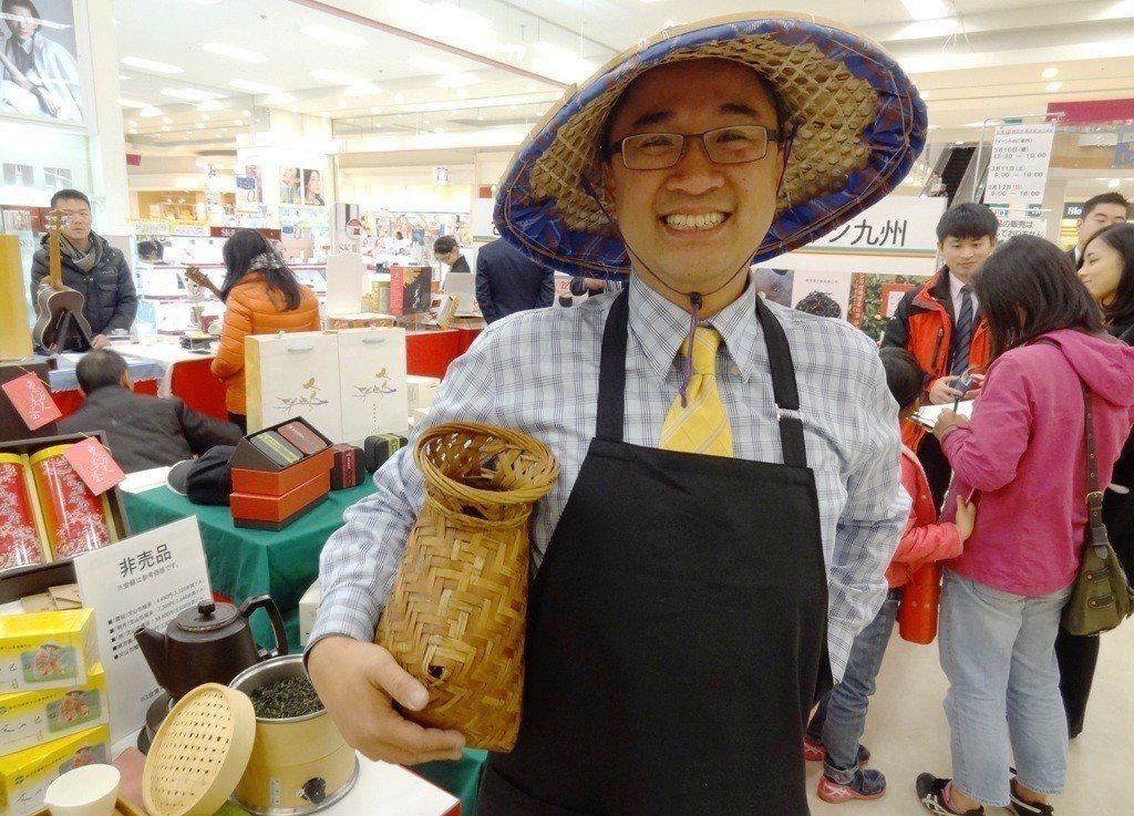 臺灣藍鵲茶的創辦人黃柏鈞,曾在中華民國野鳥協會擔任秘書長,藉由流域收復契作模式,...
