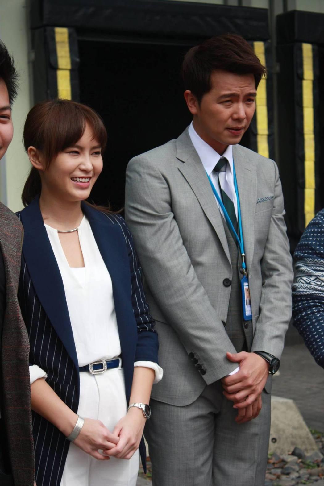 黃鴻升(右)曾主演「一屋二欺」,與導演謝辰陽合作。圖/摘自臉書