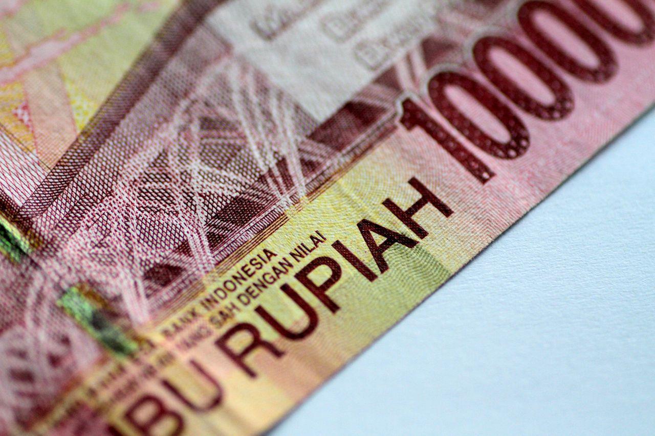 印尼盾兌美元跌破15,000兌1美元,是20年來首見。路透