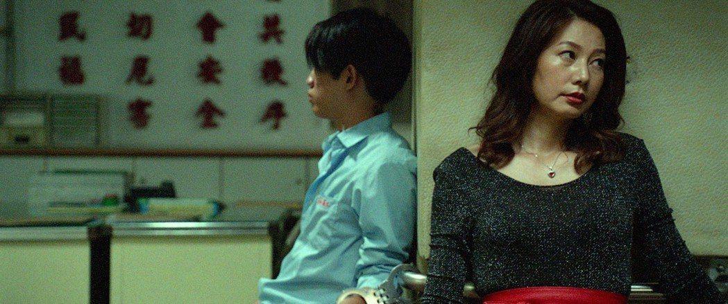 丁寧(右)在電影「幸福城市」中演技精湛,入圍第55屆金馬女配角。圖/牽猴子提供
