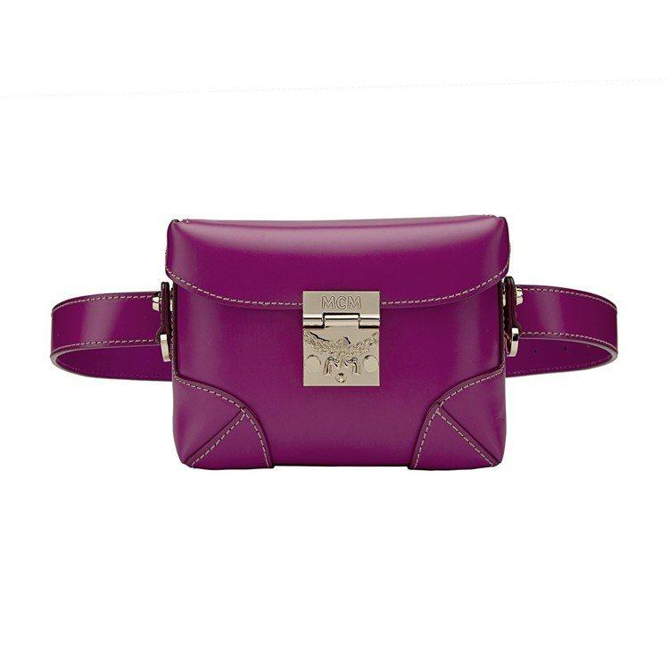 Soft Berlin紫紅色腰包,售價27,000元。圖/MCM提供
