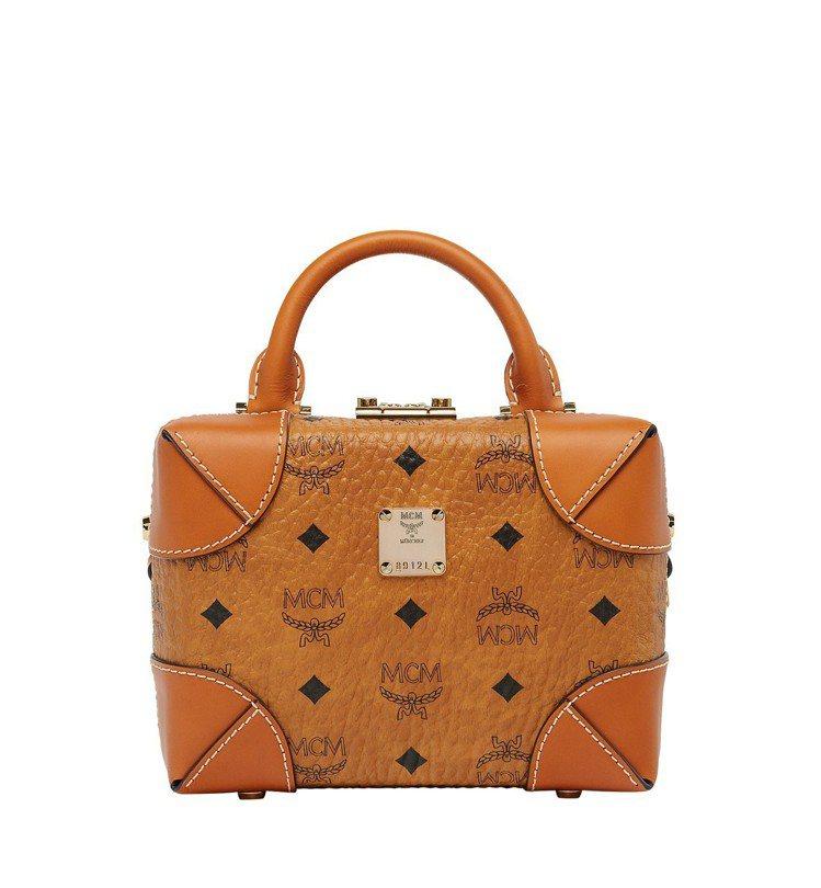 Soft Berlin干邑色箱型包,售價27,000元。圖/MCM提供