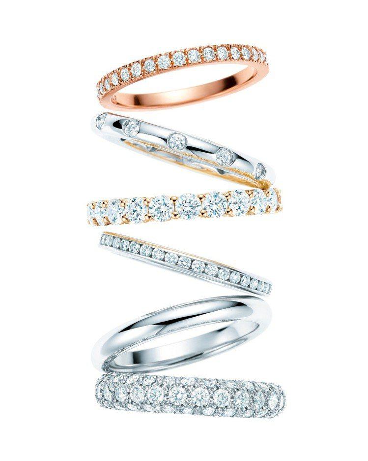 (由上至下)Tiffany Celebration Rings 系列玫瑰金鑽石戒...
