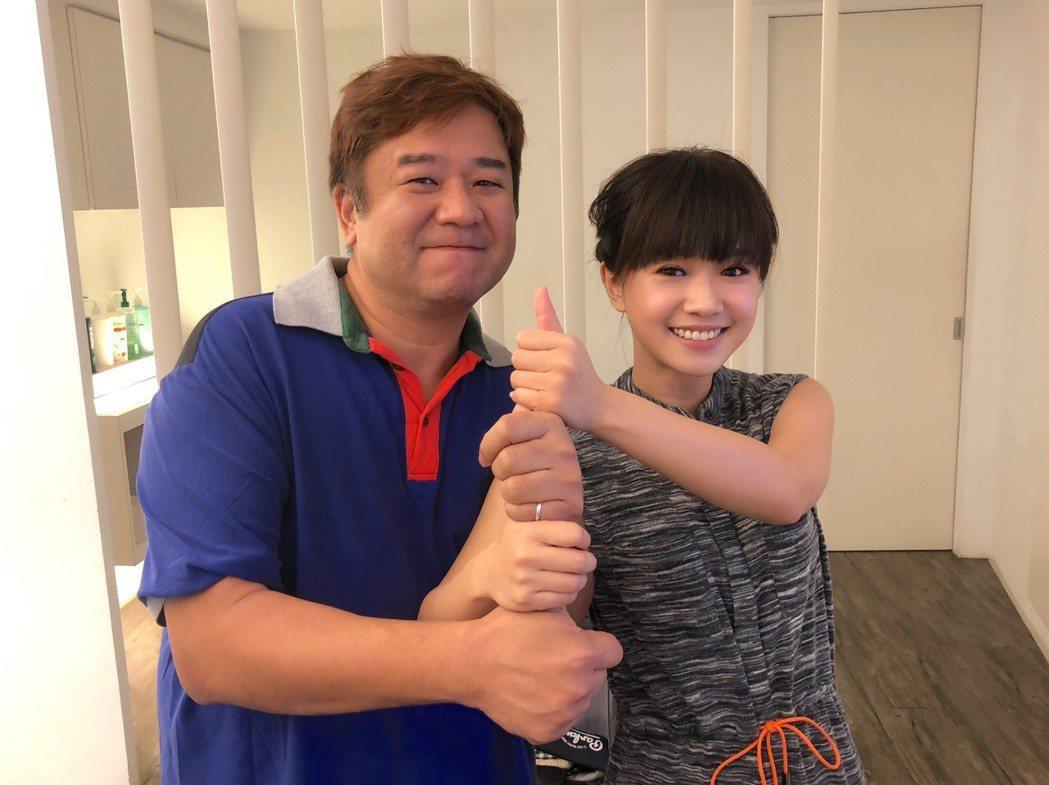 瞿友寧(左)與嚴正嵐將赴東京領獎。圖/氧氣電影提供