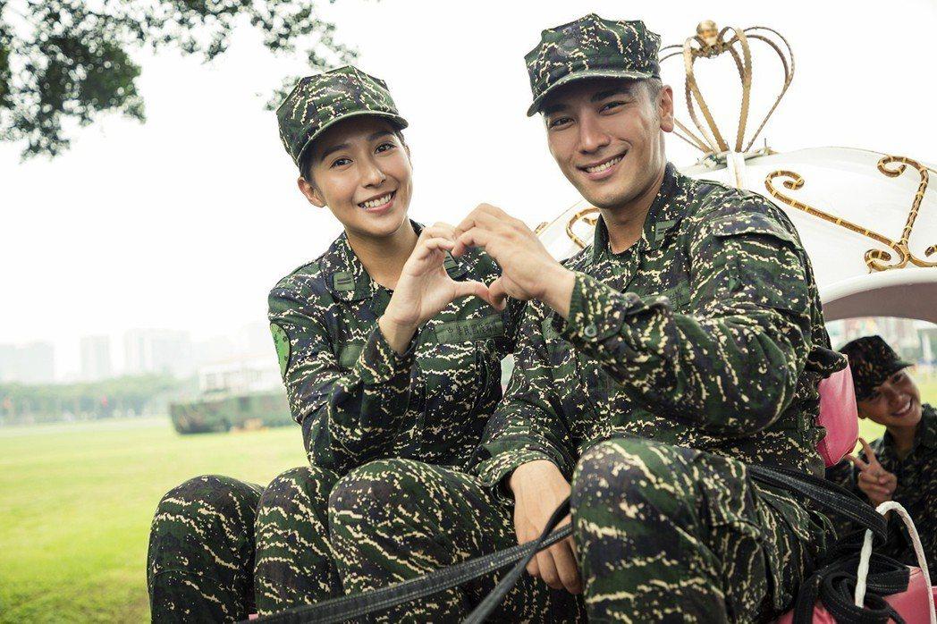 楊晴(左)與羅平在活動現場打情罵俏。圖/TVBS提供