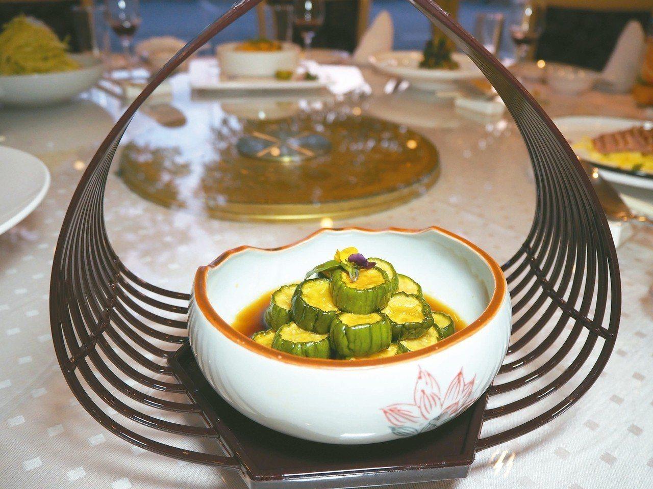 村內的美食饗宴,小小前菜不只擺盤優雅,滋味也很有星級水準。 特派記者羅建怡/攝影