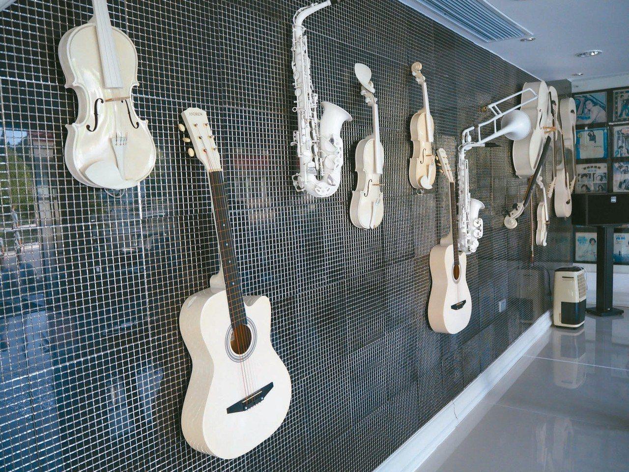 劉家昌用過的樂器。 特派記者羅建怡/攝影
