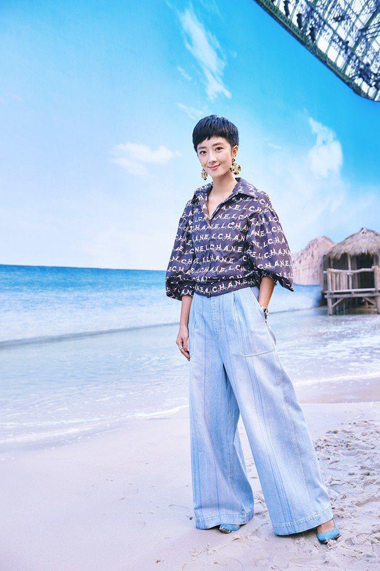 有一陣子沒有現身看秀的品牌大使桂綸鎂寬褲造型帥氣俐落。圖/香奈兒提供