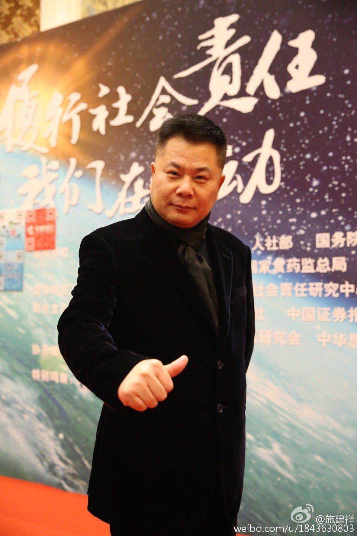 大陸央視前主持人崔永元爆料,獲取天價片酬的「一個團夥」,就是電影「大轟炸」的總製
