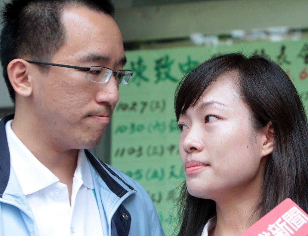 2011年11月,陳致中召妓案宣判,法官認定他有召妓,陳致中(左)隨後舉行記者會...