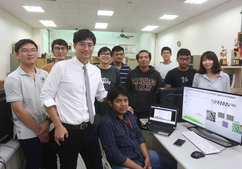 成功大學土木系助理教授洪瀞(圖左三)。圖/遠見提供