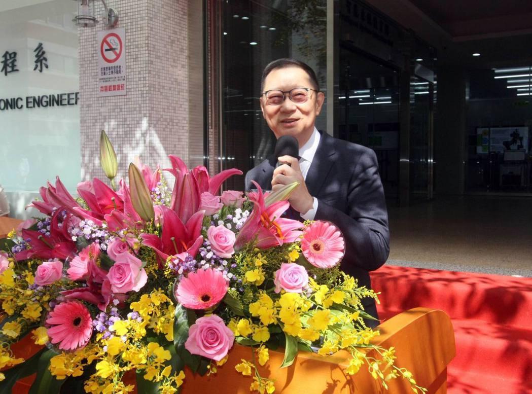 龍華科大董事長孫道亨感謝教育部支持,強調人才培育對產業的重要性。龍華科大/提供