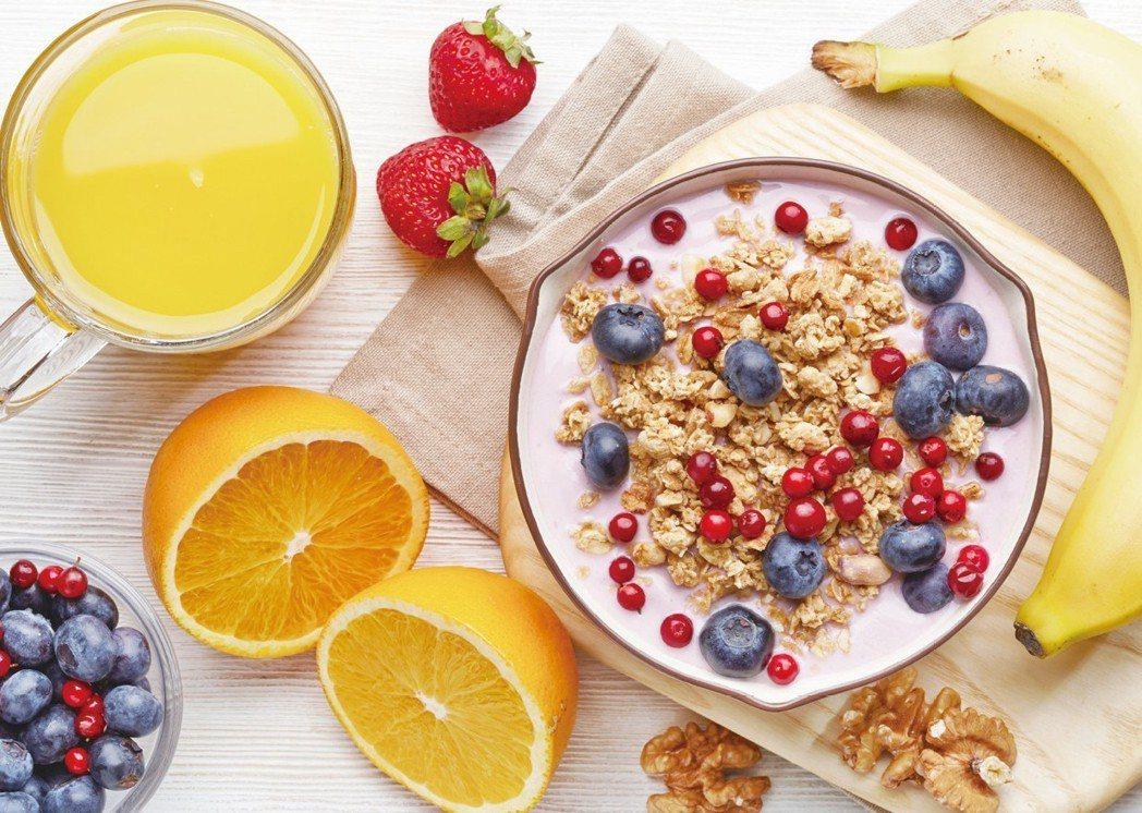 豐盛營養的美味早餐 圖╱摘自《吃出好睡眠:好好睏!營養師量身訂做的紓壓助眠飲食》