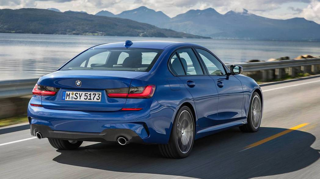 M Sport版本後保桿也做了擾流的造型,性能味十足。 摘自BMW