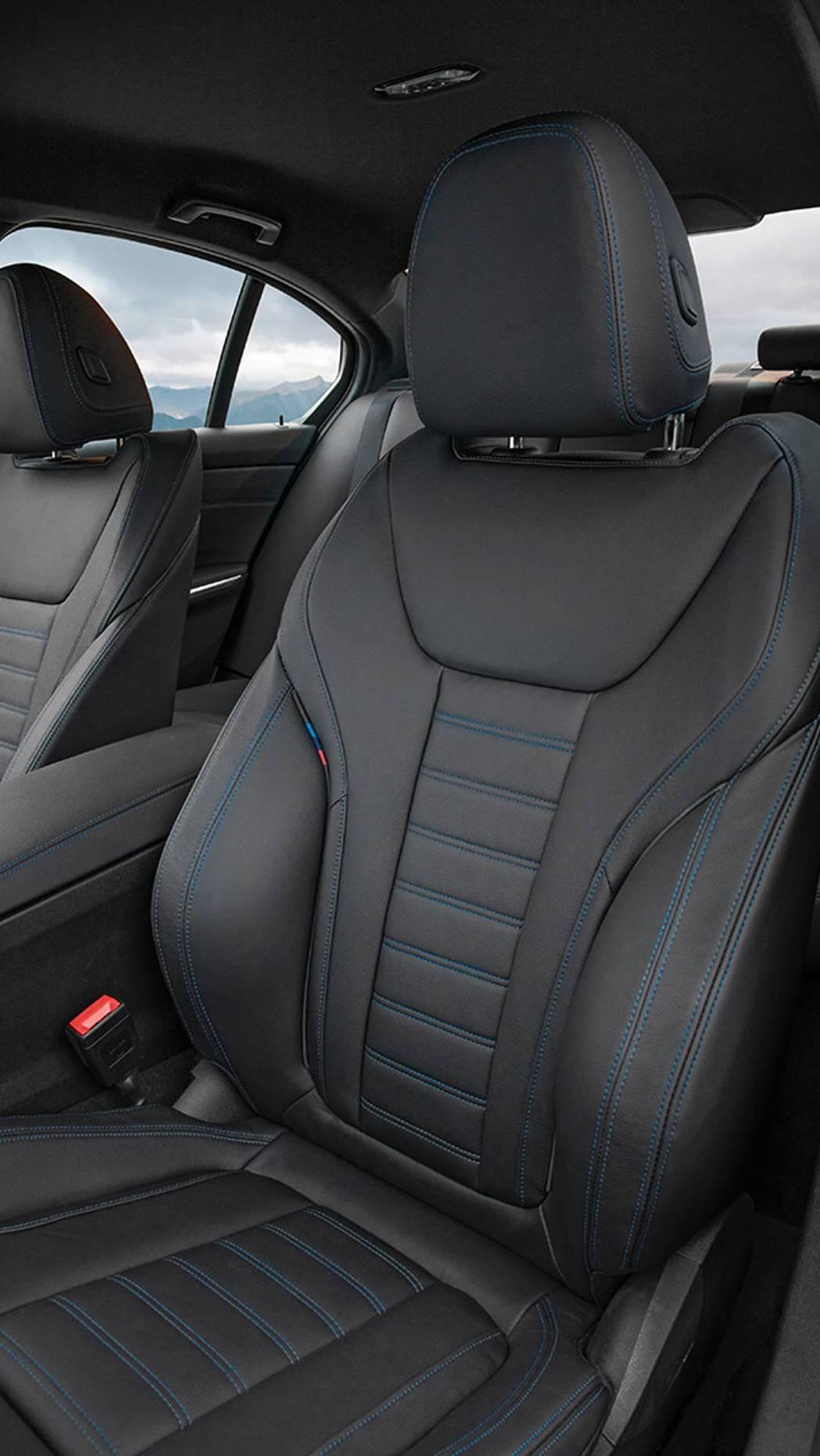 座椅也經過重新設計,不管是包覆性、造型設計都有所提升。 摘自BMW