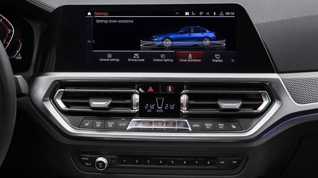 標配8.8吋並可選配10.25吋娛樂系統螢幕。 摘自BMW