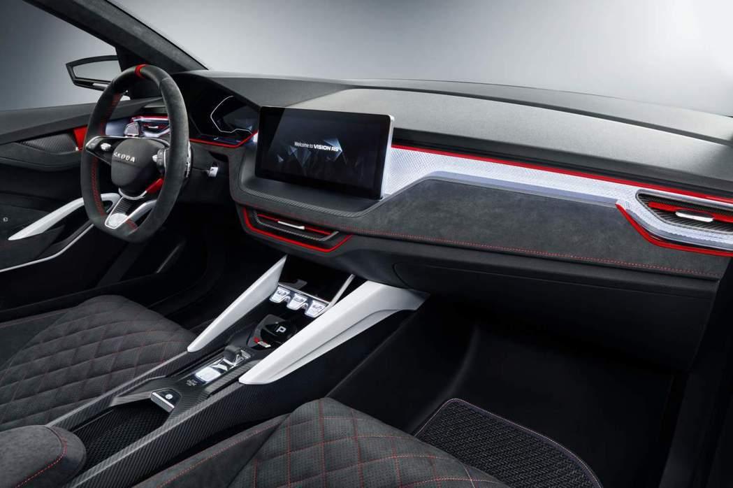 在RS車系內裝風格基礎下,改良為較科技感的內飾氛圍。 摘自Škoda