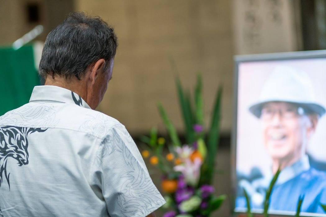 翁長雄志曾經表示,只要與中國有任何接觸,馬上被貼上「親中」標籤,但與台灣的實質經...