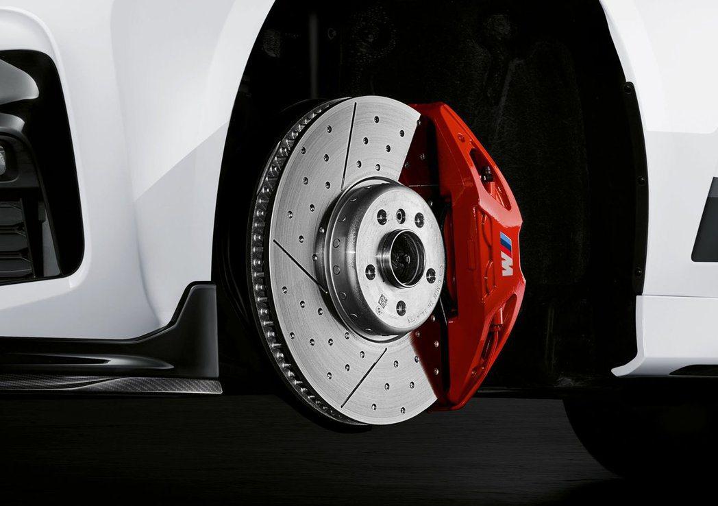 套件升級更大的通風碟和M Performance卡鉗。 摘自BMW