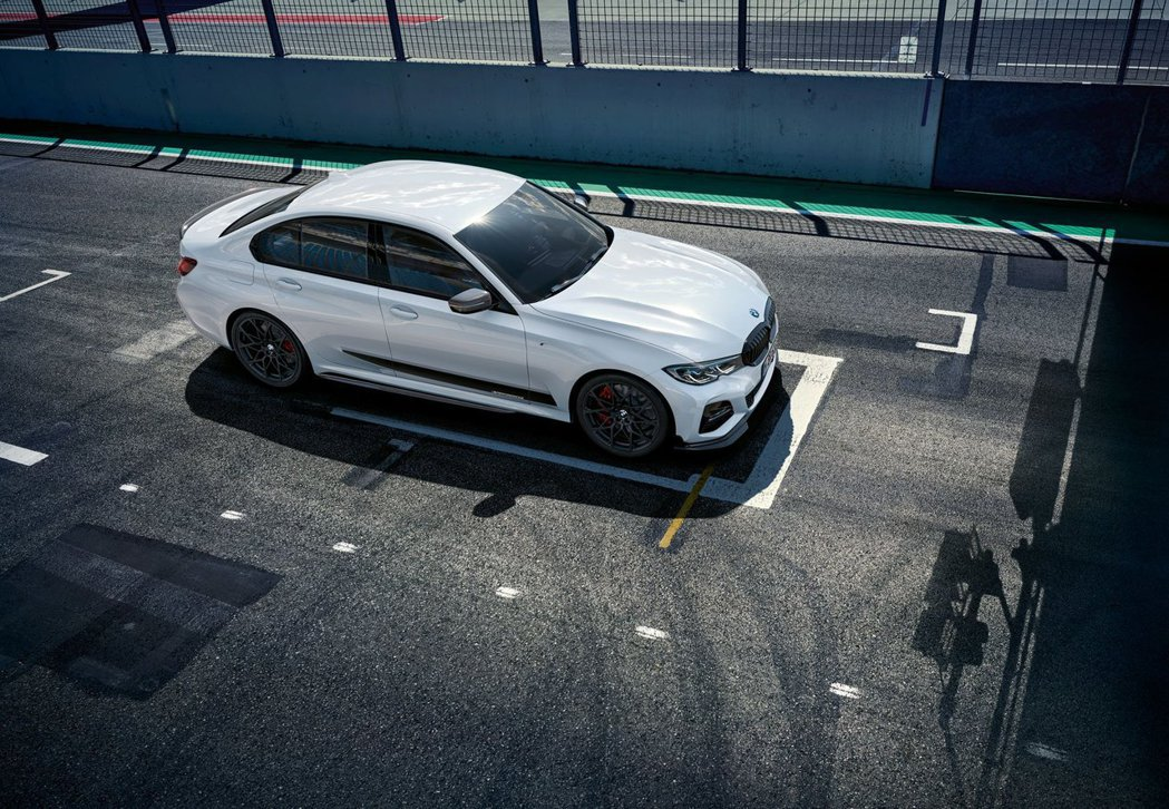M Performance套件上身後,3-Series真的會一秒變帥哥。 摘自BMW