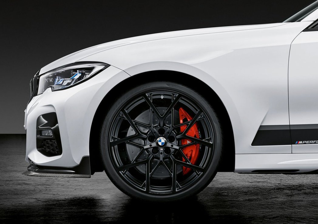 有18和20吋兩種尺寸的鋁圈供買家挑選。 摘自BMW