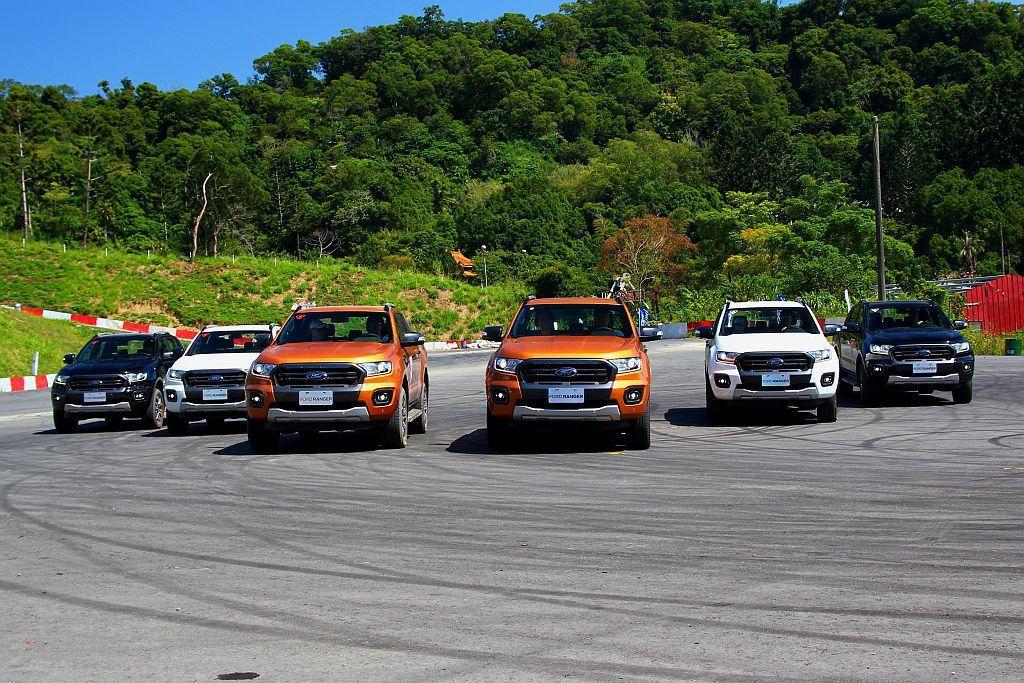小改款Ford Ranger以單一車型售價146.8萬台幣起開賣。 記者張振群/...