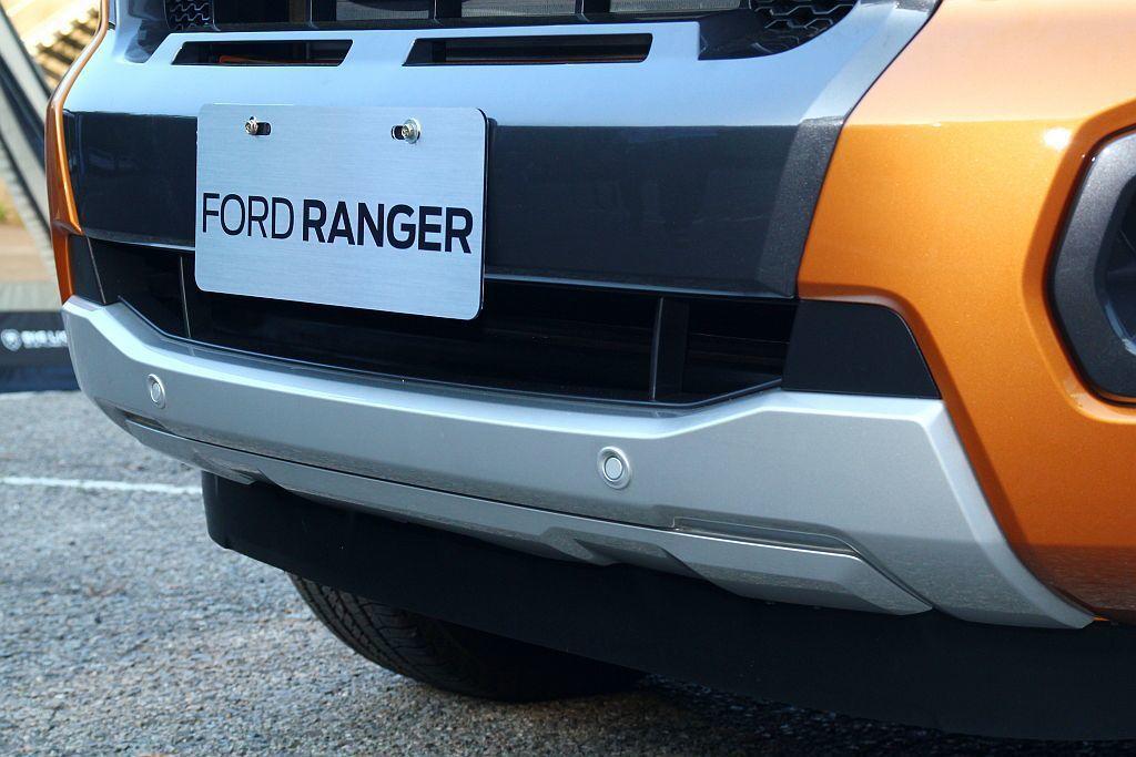 車前及車後均配有雷達可於低速時可協助偵測車身周遭與障礙物距離。 記者張振群/攝影