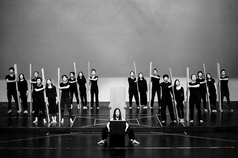 特爾左布勒斯執導台灣演員演出羅卡劇作《葉瑪》,圖為宣告記者會演出片段。 (許斌/...