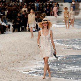 巴黎時裝周/女模赤腳走秀 香奈兒把海灘搬進大皇宮