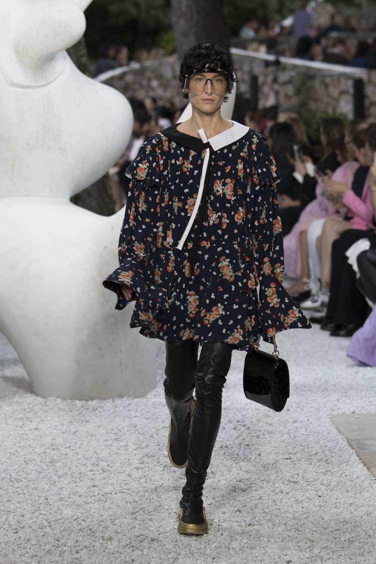舒淇街拍的服裝也是來自路易威登2019早春系列。圖/LV提供