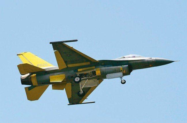經過性能提升後的編號6626的F-16戰機,8月23、26日在台中清泉崗第二度升...
