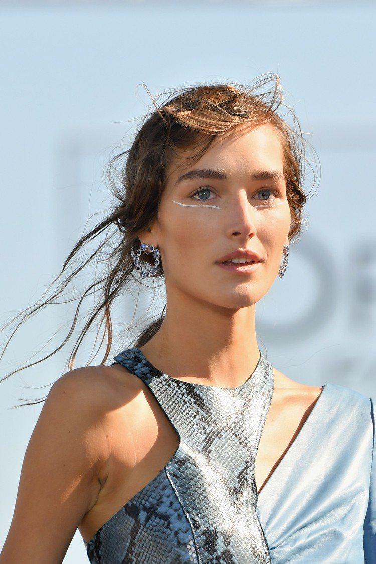 名模配戴蕭邦珠寶為巴黎歐萊雅所舉辦的Le Défilé L'Oréal Pari...