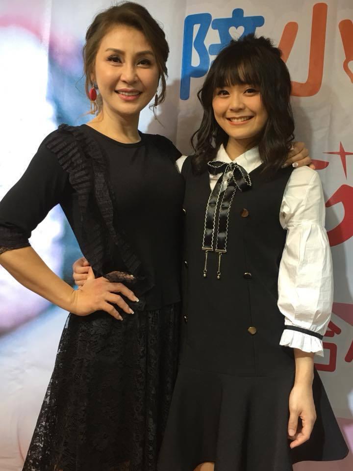梁又南(左)帶女兒出席勵馨基金會的活動。圖/民視提供
