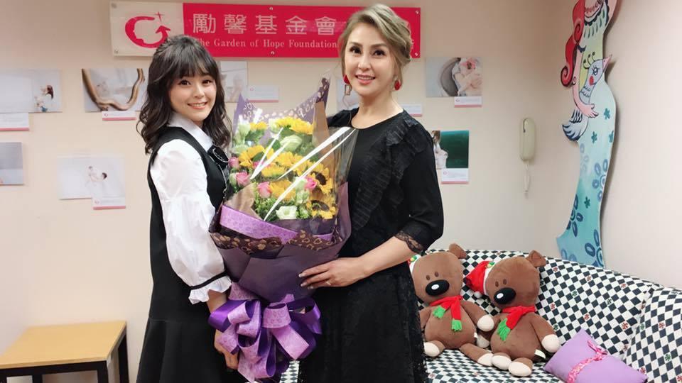 梁又南(右)帶女兒出席勵馨基金會的活動。圖/民視提供