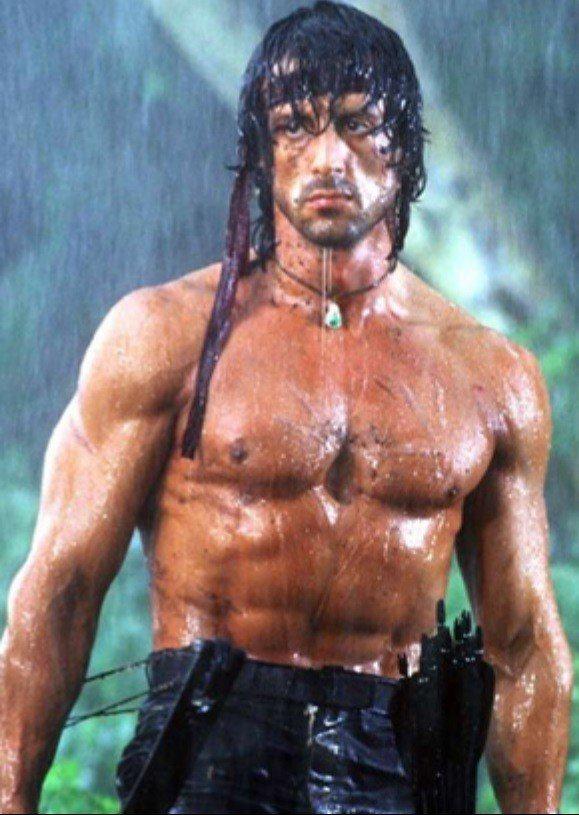 席維斯史特龍以往扮演藍波時常露出上半身肌肉。圖/摘自imdb