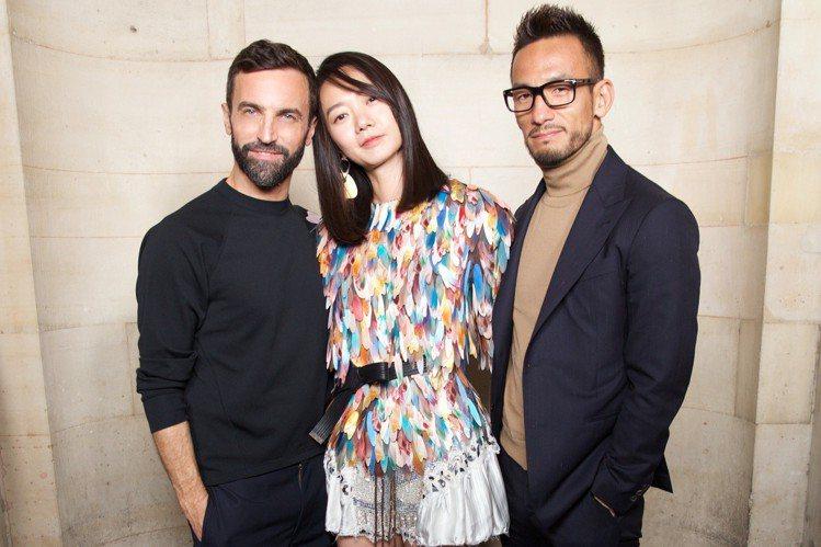 (左起)女裝藝術總監Nicolas Ghesquière裴斗娜、中田英壽合影。圖...