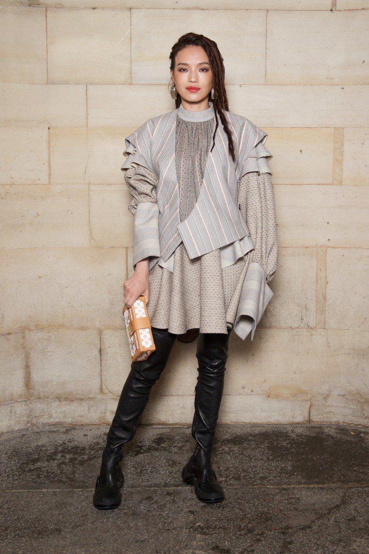 舒淇身穿早秋系列前往巴黎參與2019春夏路易威登女裝大秀。圖/LV提供