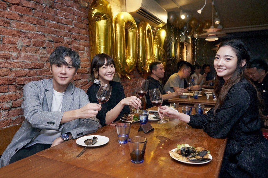 李國毅(左起)、謝欣穎、謝沛恩在金鐘獎前再度聚首。圖/歐銻銻娛樂提供