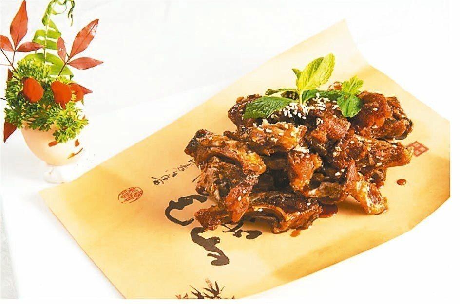 「怪味鱗酥」根據「醒園錄」酥魚法烹製而成,骨酥肉脆。 圖/本報四川德陽傳真
