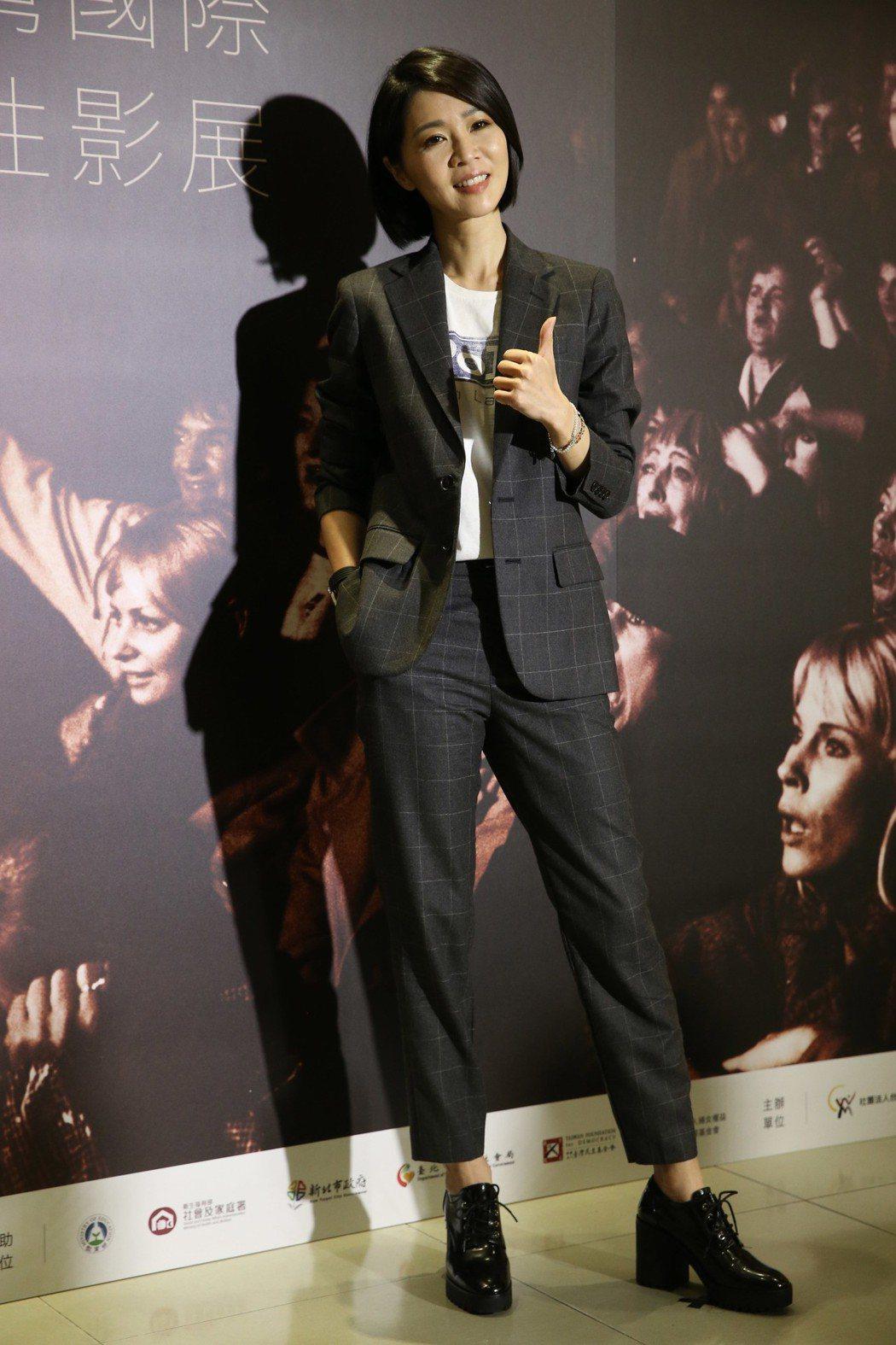 謝盈萱擔任第二十五屆台灣國際女性影展開幕引言人,在記者會上亮相分享心情。記者林俊