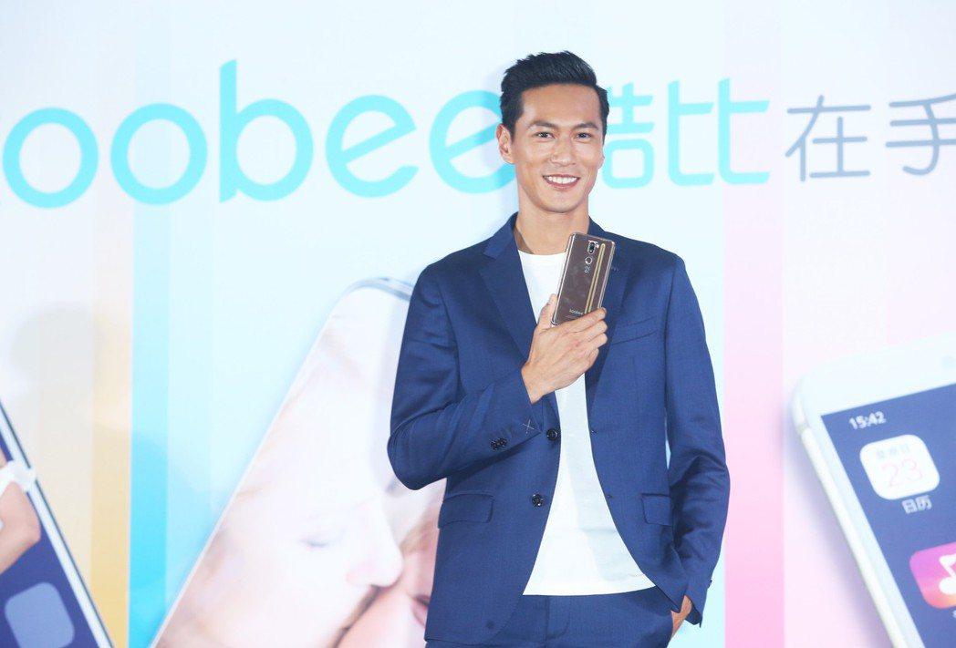 鍾承翰出席手機發表會擔任品牌大使。記者徐兆玄/攝影