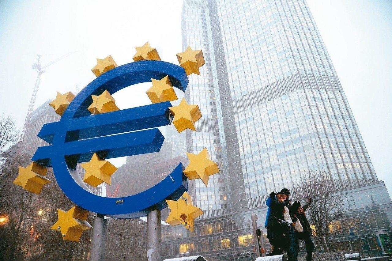 歐元區9月綜合PMI降至四個月低點的54.1,顯示經濟動能喪失。 本報系資料庫